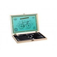 Polkupyörätyökalut Puulaatikossa